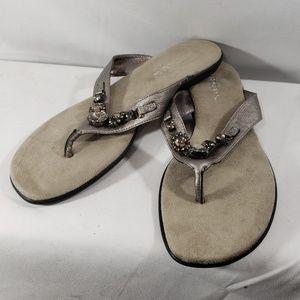 Aerosoles NWOT Pewter Thong Sandals size 9